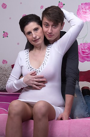 Free Mom and Boy Porn Pictures